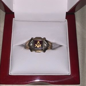 Masonic 14k Gold ruby stone men's Ring.  Size 9